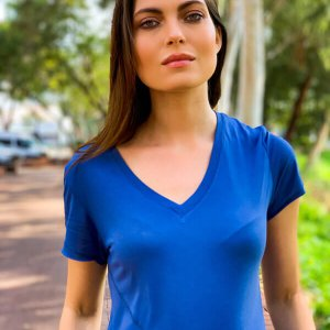 חולצה אסימטרית כחולה תפר