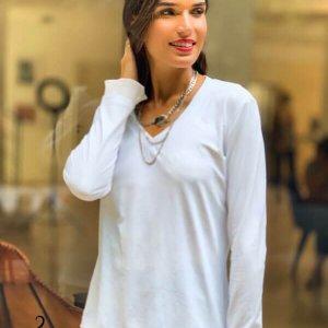 قميص بياقة على شكل V يشبه الجلد الأبيض مع امتداد صوفي شيفون
