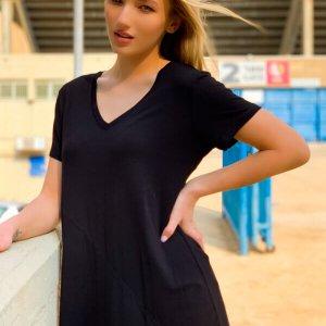 חולצה שחורה אסימטרית תפר