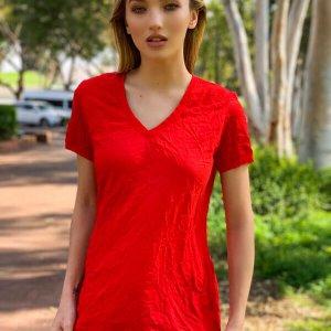 חולצת וי אדומה כותנה מקומטת