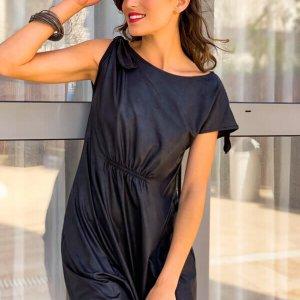 فستان منكمش يشبه الجلد الأسود