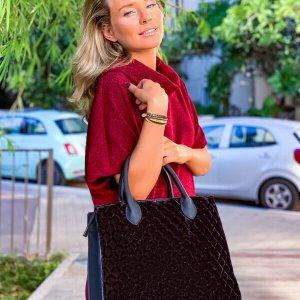 حقيبة يد سوداء مخملية مربعة