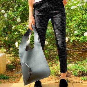 حقيبة جانبية تشبه الجلد الأسود