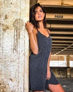 فستان أسود بحمالات Lorex باللون الفضي
