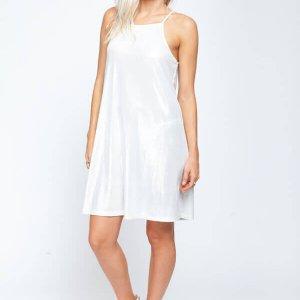 فستان من لوريكس بياقة فضية