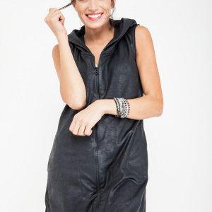 שמלת קפוצון שחורה