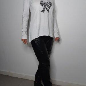 חולצה וי גזורה לבנה כותנה