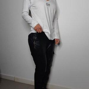 חולצה וי כותנה לבן on