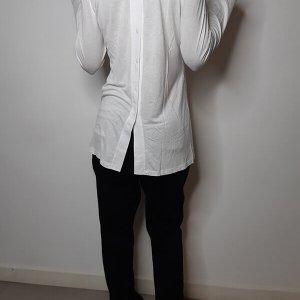 חולצה לבנה וי שילוב ופתח בגב