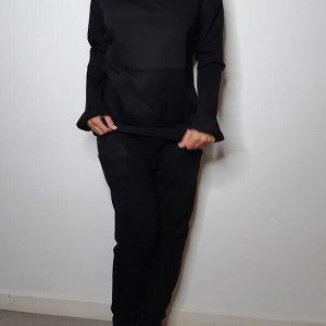 חולצה שחורה כתפיים חשופות כותנה