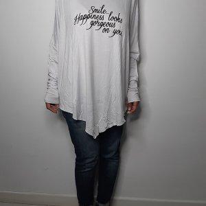 قميص أبيض غير متماثل كبير الحجم