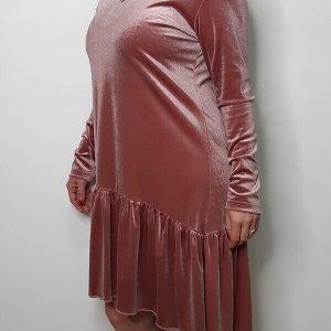 فستان من المخمل الوردي
