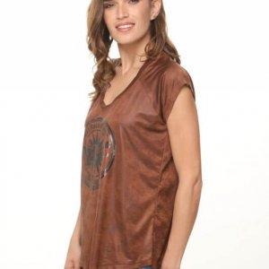 חולצת דמוי עור חומה הדפס גיטרה