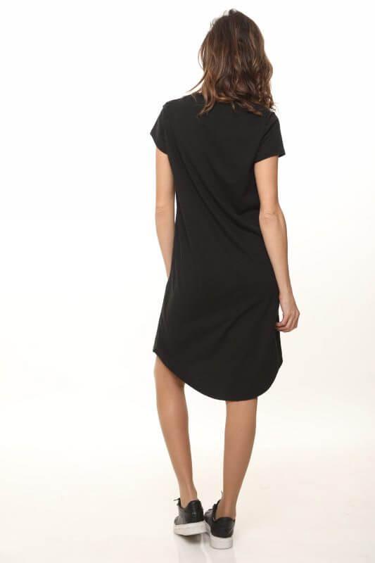 فستان على شكل V يجمع بين الجلد الصناعي والقطن