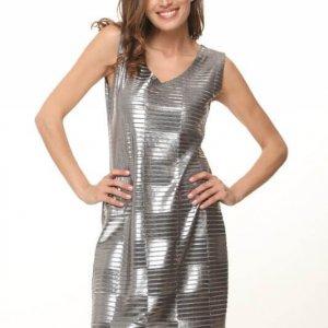 فستان مربع من الصوف الفضي مقطوع بدون ملحقات