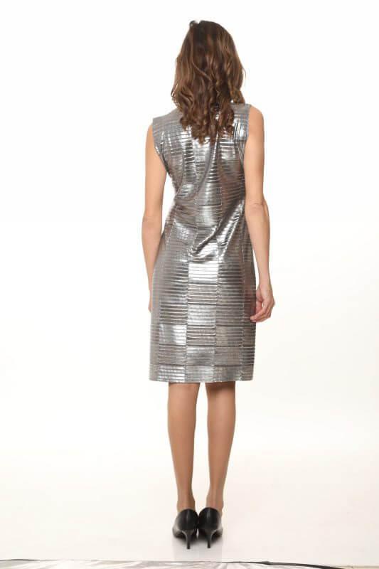 שמלת ריבועי פליסה כסופה גזורה ללא סיומות