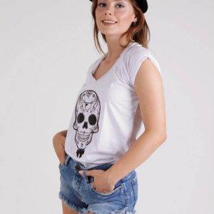 قميص أبيض جمجمة