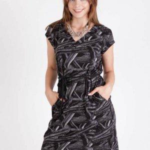 فستان آني بالأبيض والأسود