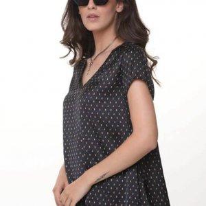 قميص ستارة ستان أسود بنقاط ملونة
