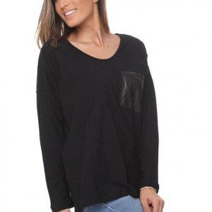 חולצה כיס שחורה