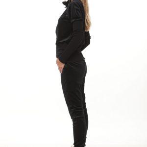 بدلة سوداء مخملية