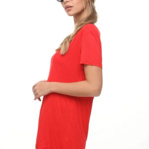 غرزة قميص أحمر غير متماثل