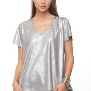 قميص مزخرف يشبه الجلد الرمادي