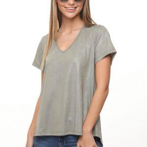 قميص مزخرف يشبه الجلد الأخضر الفاتح