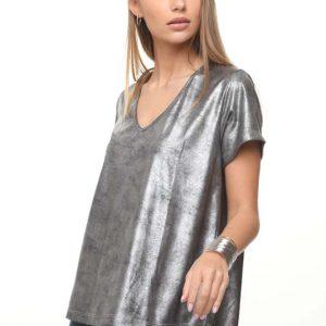قميص مزخرف يشبه الجلد الفضي الأسود