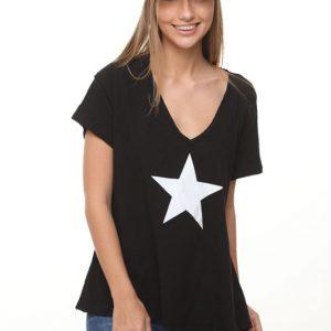 قميص منظر طبيعي أسود بنجمة بيضاء كبيرة