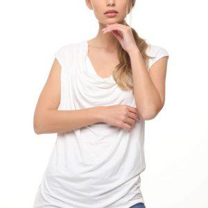 قميص أبيض منقوش